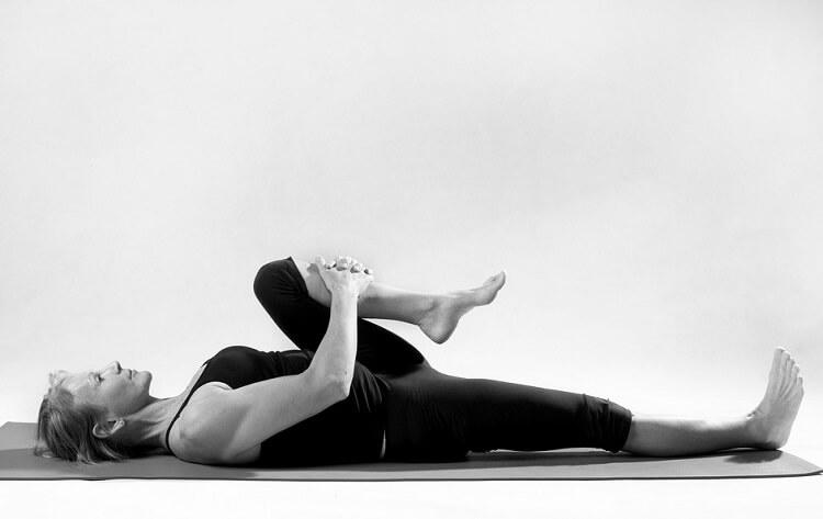 8 поз из йоги, которые избавят вас от болей в спине
