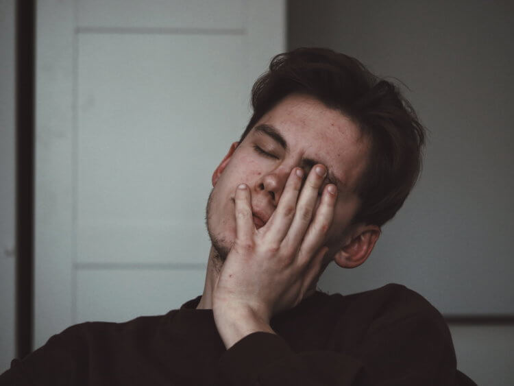 В чем разница между сонливостью и усталостью?
