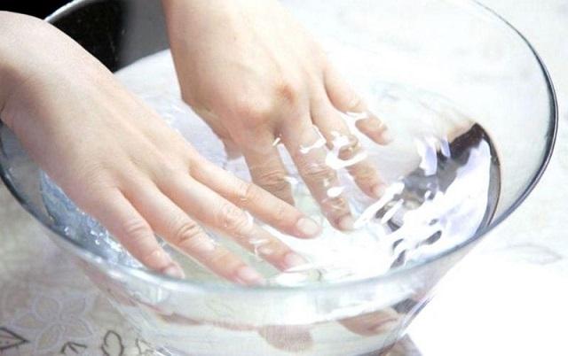 Проверьте работу сердца, опустив руку в холодную воду на 30 секунд