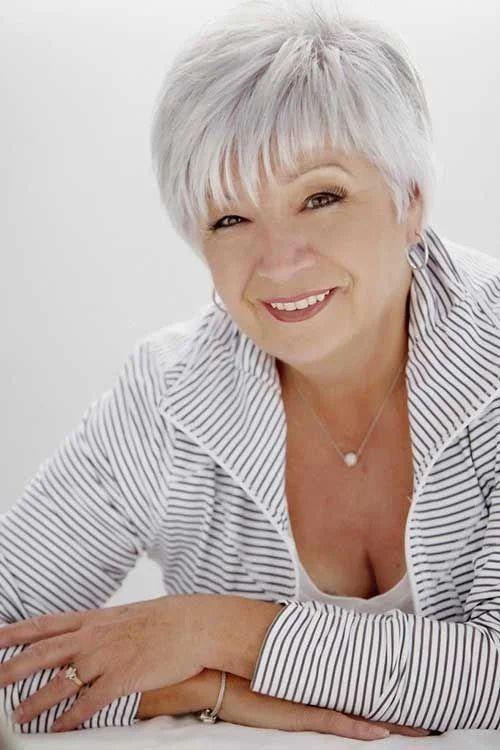 9 стрижек для женщин 60+, не требующие укладок