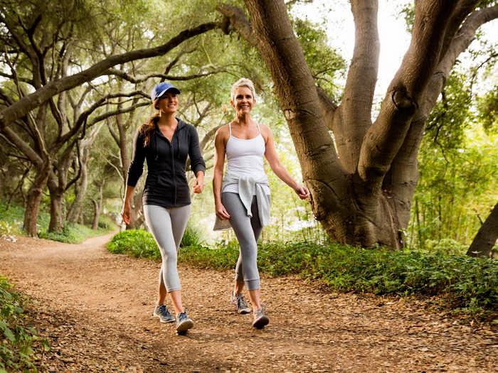 Сколько в день нужно ходить пешком - шагов или км. Можно ли похудеть от ходьбы
