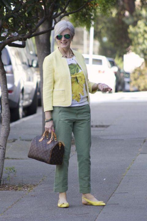 Летние образы в брюках для женщин 60+, чем проще, тем лучше