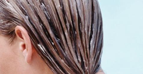 Как наносить кокосовое масло на волосы, чтобы остановить раннее появление седины, истощение или выпадение