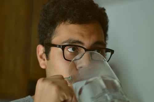 Выпивай 4 стакана воды после пробуждения. Что из этого выйдет — просто невероятно