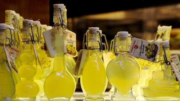 Перестаньте выбрасывать лимонные корки а приготовьте вкусный ликер.