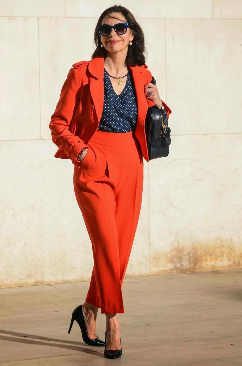 Нескучные брючные костюмы для женщин 50+. Создайте свой неповторимый образ