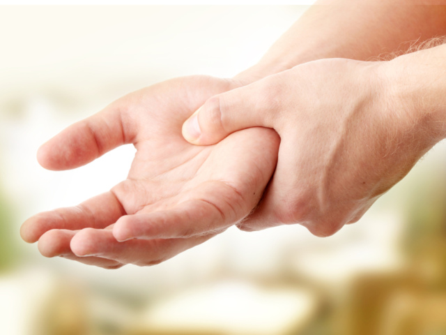 Если у вас немеют руки — срочно посетите врача! Вот 7 причин