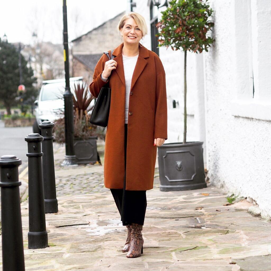 Образы в пальто для женщин 50+