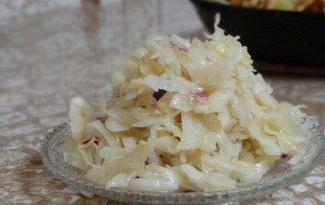 Моя подруга немка научила меня готовить квашеную капусту по-немецки, теперь это мой любимый рецепт