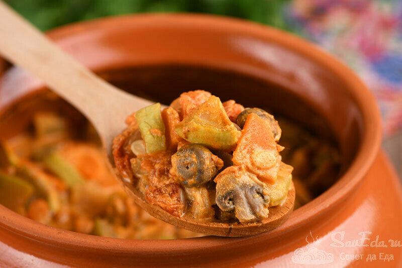 Томленое овощное рагу с кабачками и грибами. Просто объедение!