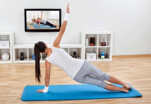 Февральский «Жиротоп»: интенсивная жиросжигающая тренировка из 7 упражнений