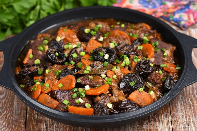 Невероятно, что 1 горсть чернослива делает с мясом! Говядина с черносливом (рецепт с фото)