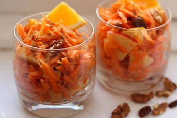 Витаминный морковный салат с изюмом и апельсиновым соком