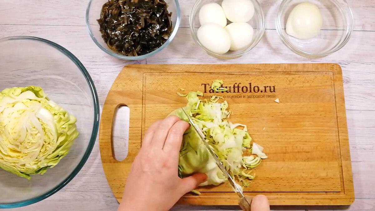 Необычный салат из обычной капусты и морской. Долго не решалась приготовить, но сразу влюбилась в его вкус!