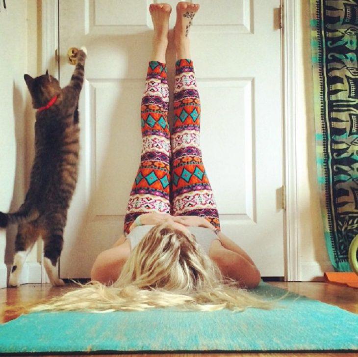 С твоим телом произойдет чудо, если делать эту простую перевернутую позу без усилий каждый день!