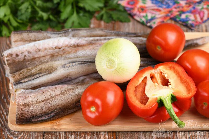 Минтай с овощами простым способом на сковороде (рецепт с фото)