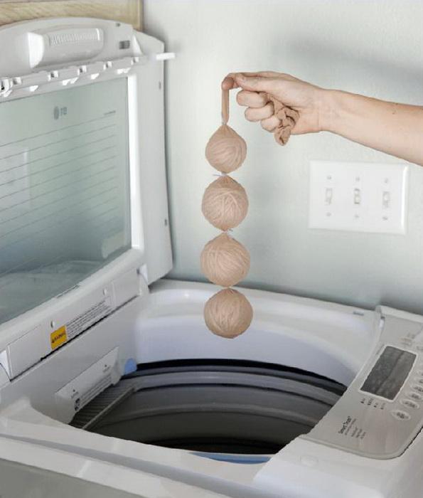 Зачем в стиральную машину к белью отправляют мотки пряжи: совет от находчивой хозяйки