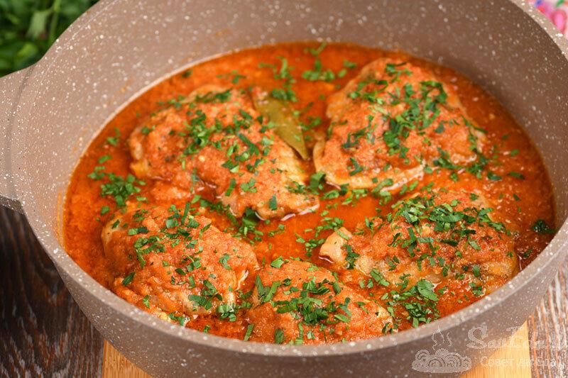 Курица в соусе из помидоров, лука и перца. Простой способ (рецепт с фото)