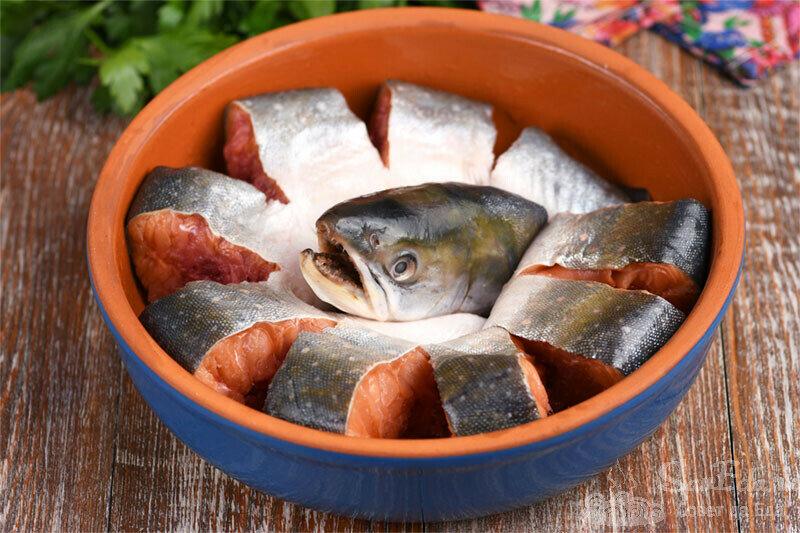 Сворачиваю рыбу в виде цветка и запекаю с ароматным соусом в духовке (рецепт с фото)