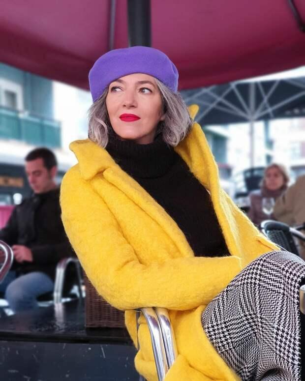 Яркие и интересные детали в зимнем образе женщины 50+
