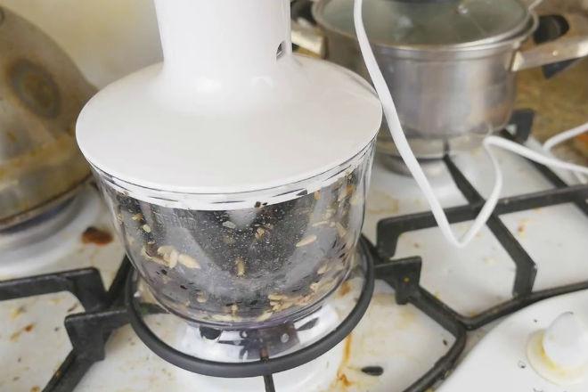 Вот как быстро почистить кило семечек