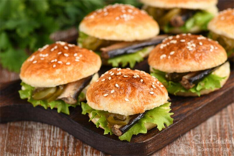 Интересная подача бутербродов со шпротами (рецепт с фото)