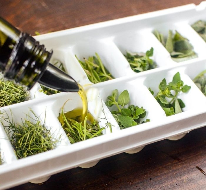 Хитрый способ замораживания ароматных трав