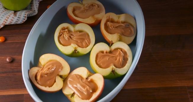Польза со вкусом: яблоки с очень необычной «начинкой»