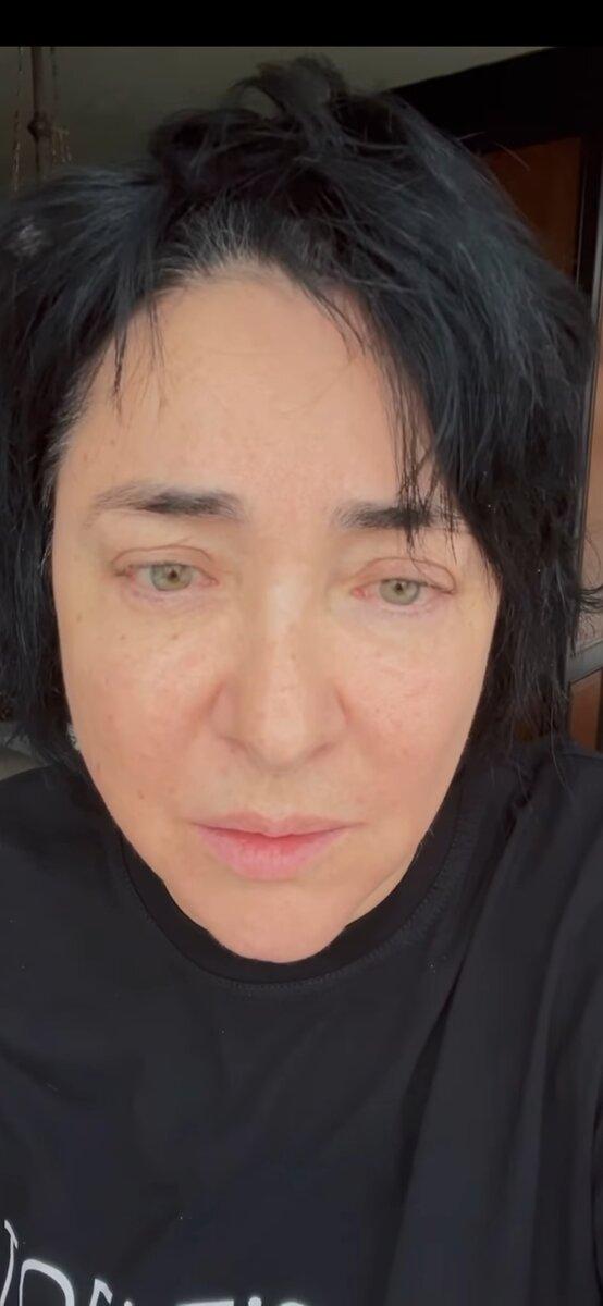Лолита Мелявская в своем профиле инстаграм @lolitamilyavskaya выкладывает видео без макияжа и не стесняется