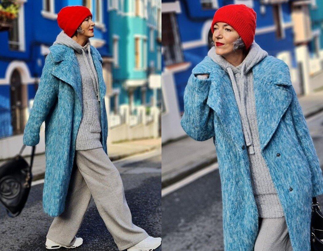 Элегантное пальто голубого цвета для женщины 50+