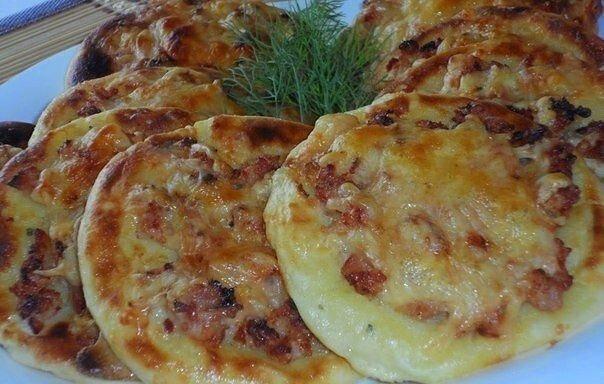 Картофельные ватрушки с нежной курицей - вкусное угощение за копейки