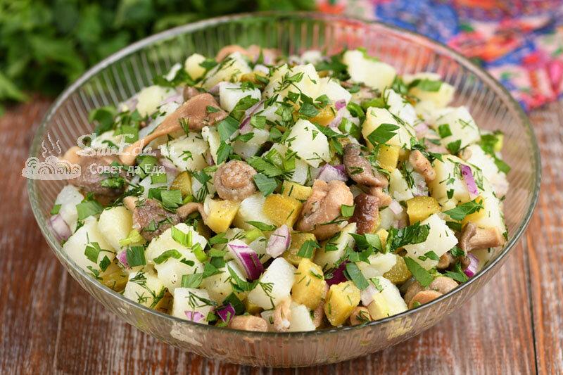 Картофельный салат с маринованными грибами. Просто и вкусно (рецепт с фото)
