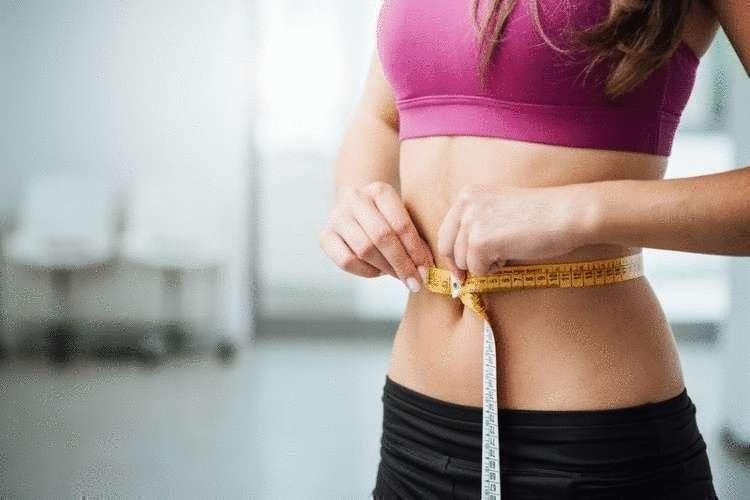 Одно упражнение, три эффекта: стройная талия, крепкая спина и подвижная поясница