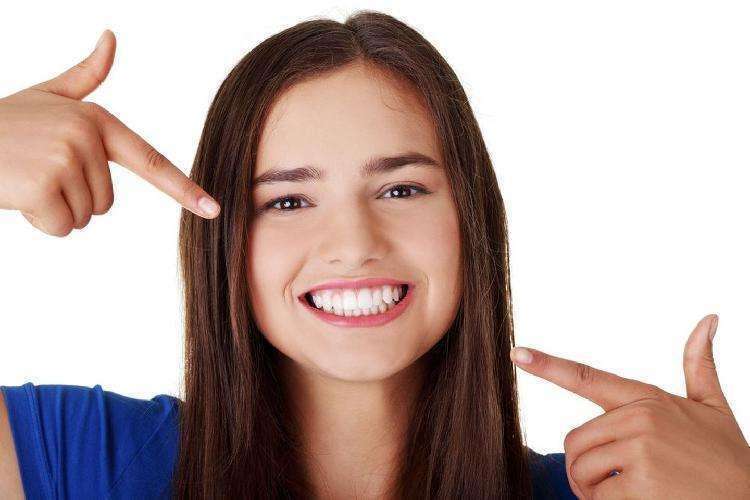 10 натуральных продуктов, которые отбеливают зубы