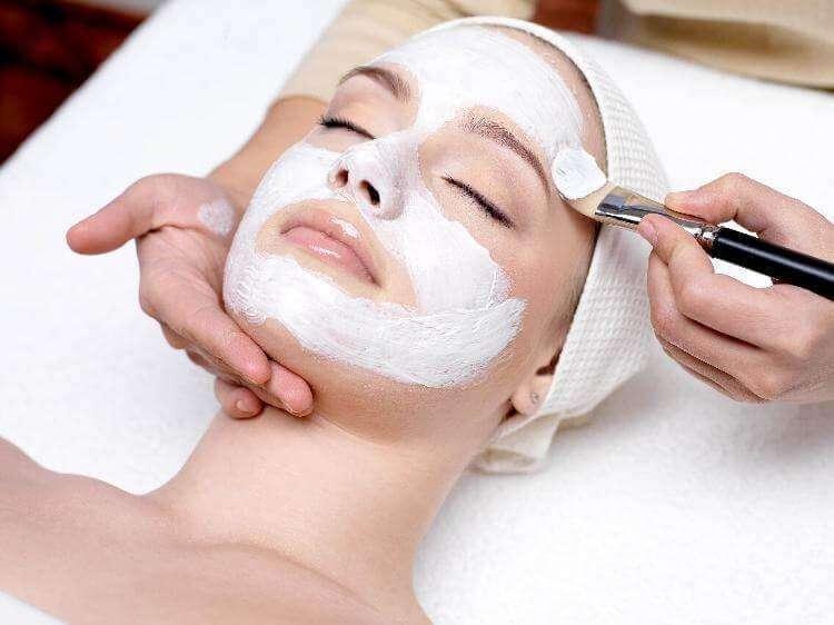 Один из секретов косметологии против морщин — никотиновая кислота. 6 рецептов домашних масок