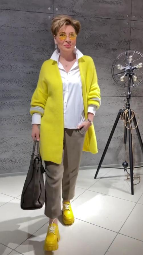 Новинки ярких и модных вещей для женщин 50+